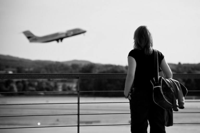 girl-watching-airplane-take-off-zurich-3933679565-800x532